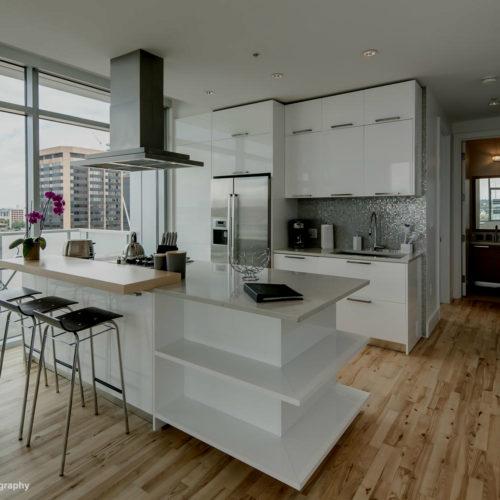 Luxury Apartment 902's kitchen at the SugarCube.