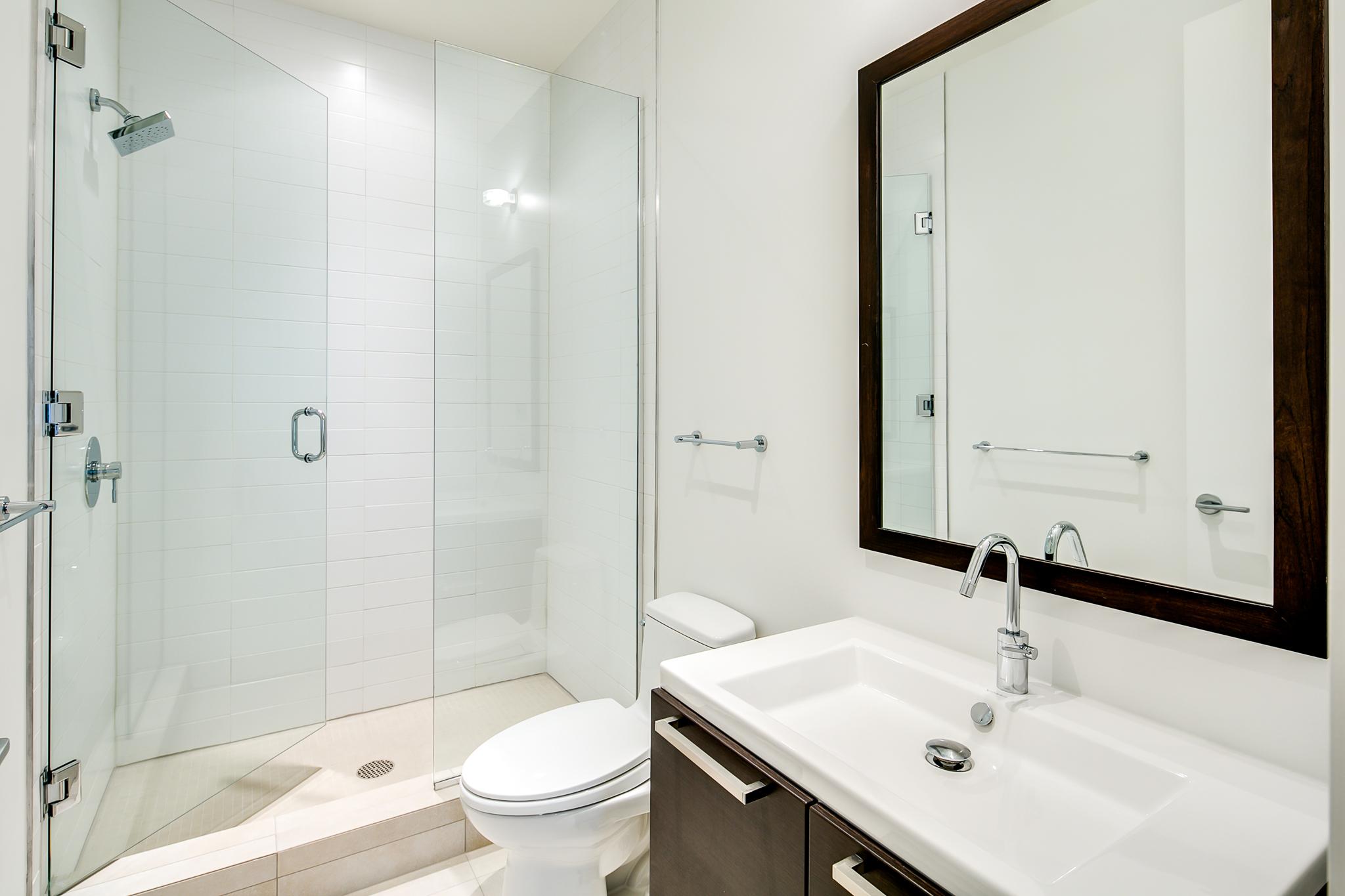 13_Upper Level-Bathroom-2 (1) - SUGARCUBE BUILDING | LUXURY LIVING